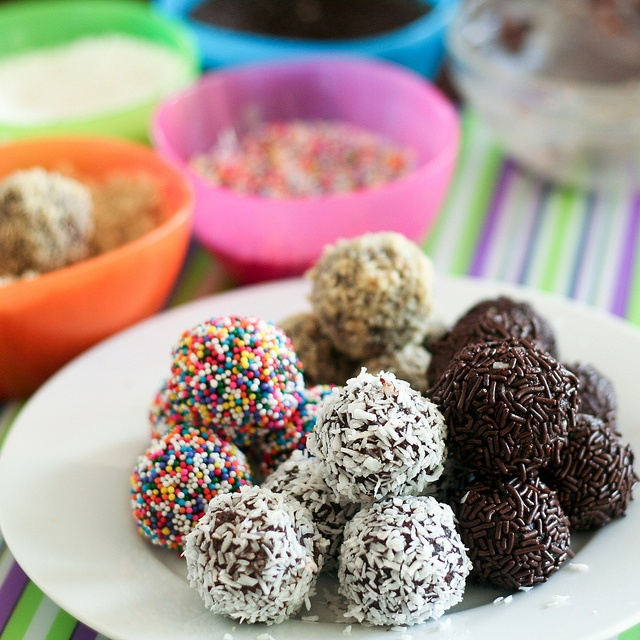 recipe: how to make rum balls with cake [28]