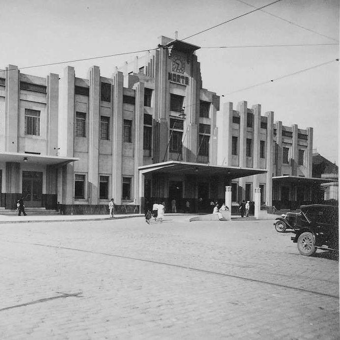 """Em 1859 o Barão de Mauá propôs ao governo imperial uma estrada de ferro que interligasse a cidade de São Paulo ao Porto de Santos. Em 1867 a Estrada de Ferro Santos-Jundiaí (EFSJ) foi inaugurada e até 1946 foi denominada de São Paulo Railway Company (SPR). Em 16 de fevereiro do mesmo ano a estação ferroviária """"Braz"""" na região central da capital paulista também foi construída. E por se localizar em terrenos baratos na região da Moóca e do Brás diversos trabalhadores se instalaram ao redor do…"""