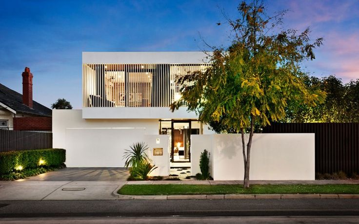 Unexpected Location: Modern house situated in an unlikely location
