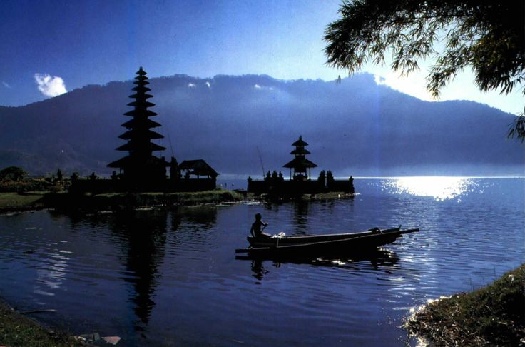 Beauty of Beratan and Beratan lake #temple #Balinese #HolyPlace #Relaxation #Cold #Bedugul #Lake #Bali #Vacation