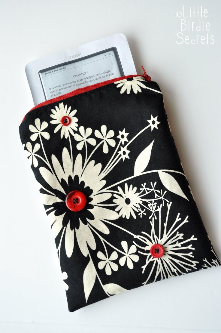how to sew a kindle case tutorial with zipper (maybe add handles for Kaitlyn) | Little Birdie Secrets