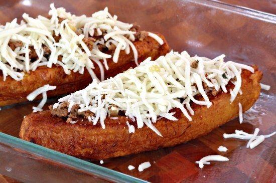 Canoas rellenas de carne molida, queso y otras delicias.