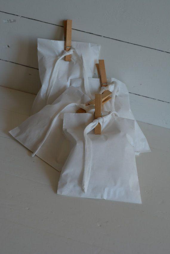 Wedding favor bags --- Package deal: Gebroken wit papieren cadeau zakjes set van 75 stuks --- Voor je bruiloft, kleine kerstkadootjes of verjaardagsfeest