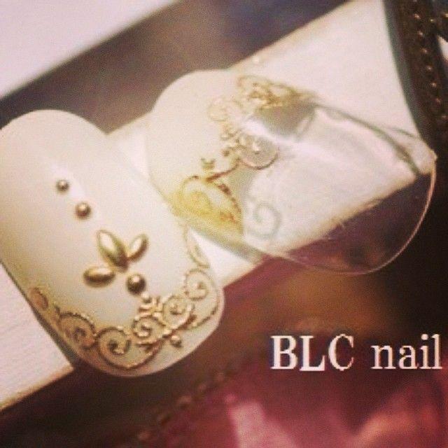 ブライダルネイル BLC nail salon アンティーク♡  #nail#gel #gelnail#design #AKZENTZ#BLC#Japan#bijou#Perfume#brooch #アクセンツ#ネイル#デザイン#レース#ビジュー#スタッズ#ブローチ#ロココ