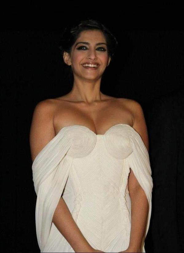 Sonam Kapoor Hot Photos 1 Sonam Kapoor Hot Photos / Share HD wallpapers of film/movie actors and actresses
