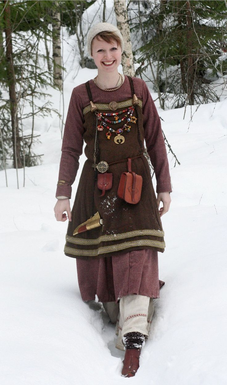 Viking lass costume-- love the details and supplies!