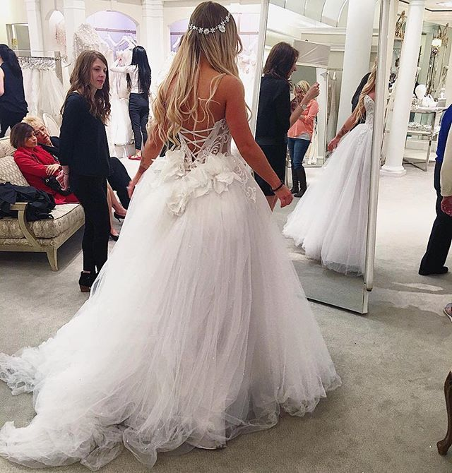 119 best Beautiful ball gowns images on Pinterest | Ball dresses ...