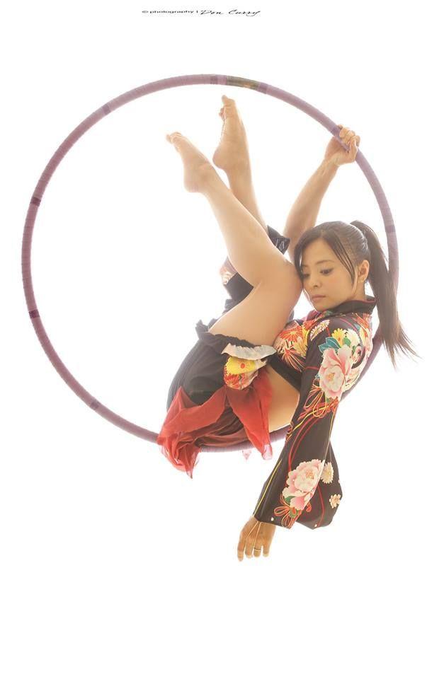 Kimono Lyra belle pose astucieuse.   – Zeichnen