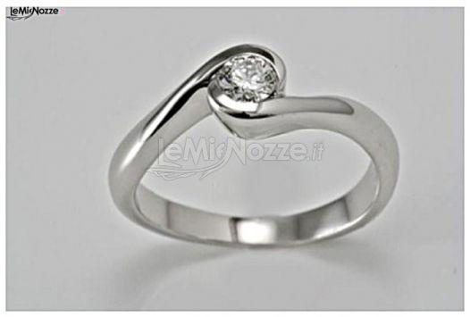 http://www.lemienozze.it/gallerie/foto-fedi-nuziali/img39859.html Gioielli per il matrimonio: solitario per il fidanzamento