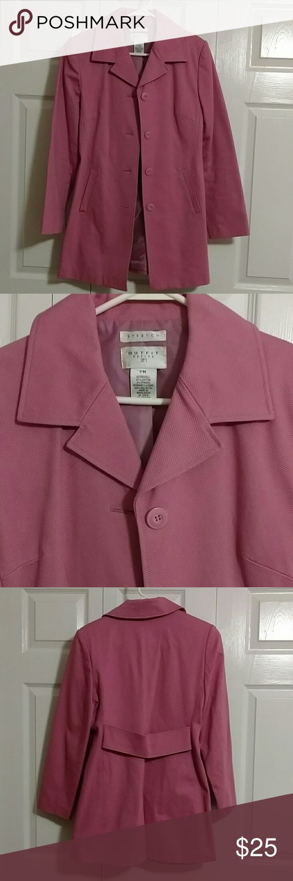 Pink hip length women's lightweight trench coat Pink hip length women's lightweight trench coat, sz petite medium. Great condition. Only worn 3 times. Outfit Petite Jackets & Coats Trench Coats