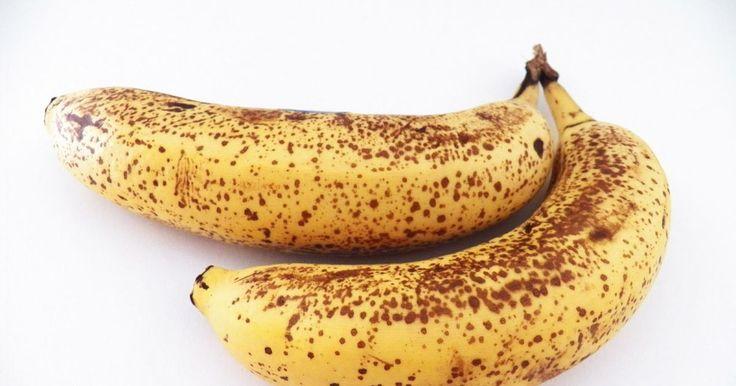 Quantas vezes olhou para aquela banana madura esquecida no fundo da fruteira e…