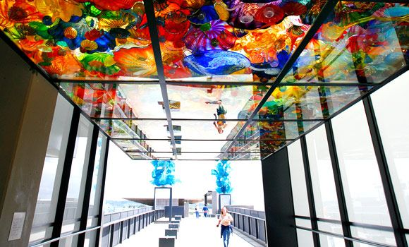 Dale chihuly s bridge of glass at the museum in