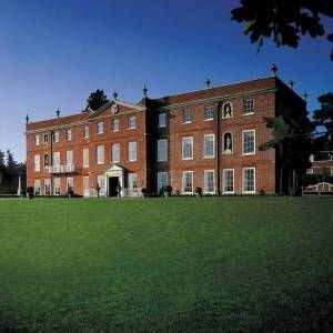 Four Seasons Hampshire    Four Seasons Hotel Hampshire allows guests to enjoy an elegant Georgian Manor house estate only an hour from Central London