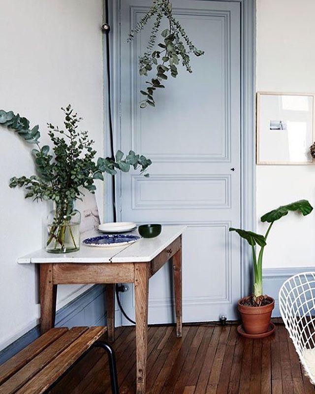 La touche de vert #vegetation #table #console #secretaire #Inspirationdeco #decor #touchofgreen