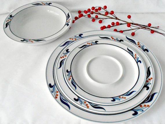 Vintage Dansk Bistro Maribo Porcelain Dinnerware Set 16 pc White and Blue Red : dansk dinnerware canada - pezcame.com