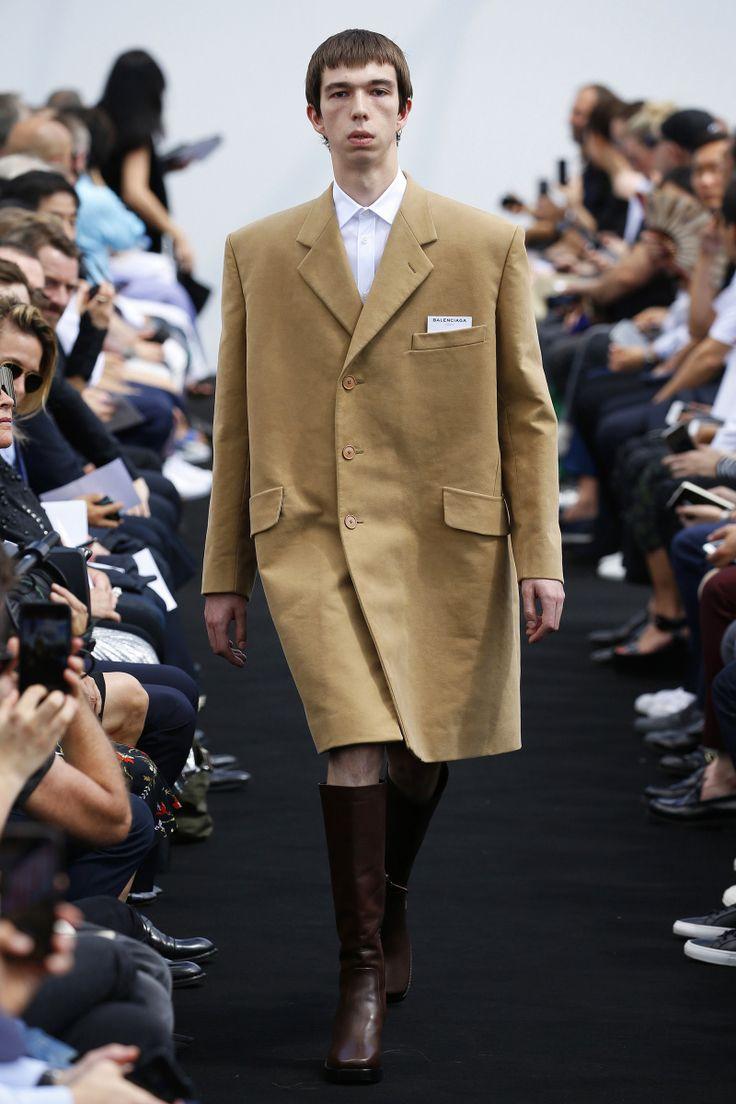 Balenciaga   Menswear - Spring 2017   Look 1