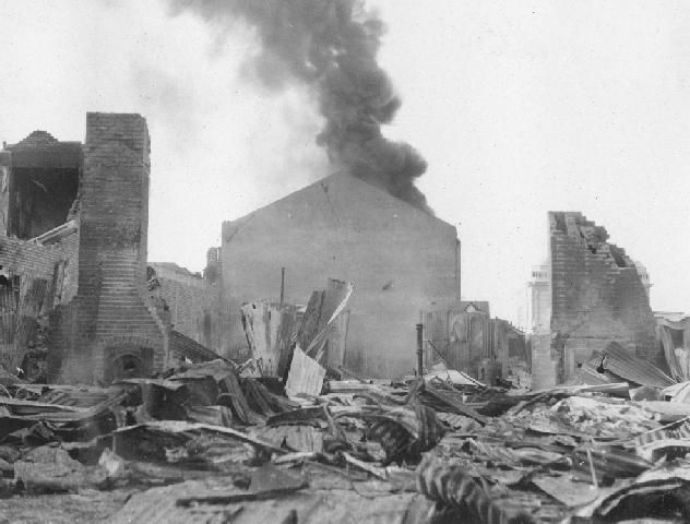 Building on Fire, Hawke's Bay 1931 Earthquake.Collection of Hawke's Bay Museums Trust, Ruawharo Tā-ū-rangi, 15595