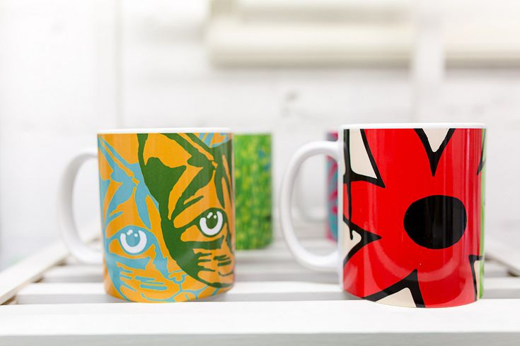 'Konstrundan 2016' art event at The Art Garage Finland with @society6 mugs (https://society6.com/artgaragefinland/mugs) by Alan Hogan. Foto: Annabelle Antas #art #taide #konst #artist #konstrundan2016 #finland #raseborg #artexhibition #people #artpeople #paintings #alanhogan https://flic.kr/p/LNdKuo | Alan Hogan, The Art Garage | Foto: Annabelle Antas