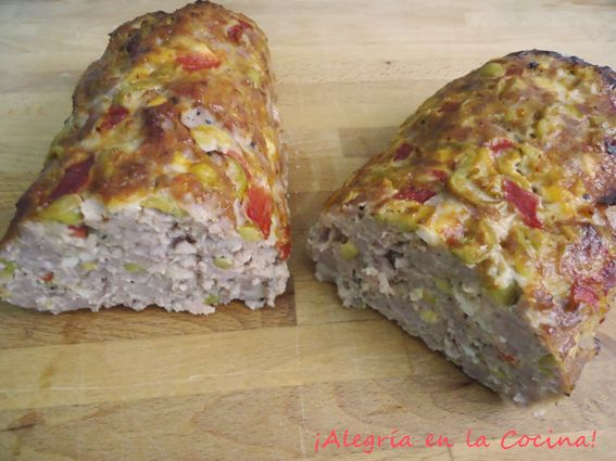 Queréis hacer una receta fácil y sorprender a todos? Pues os recomiendo que entréis y veáis como hacer este pastel de carne picada en salsa