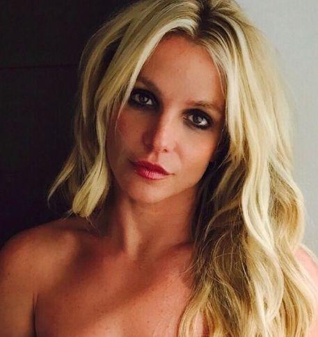 Постройневшая Бритни Спирс прошлась колесом в мини-бикини в Таиланде https://dni24.com/exclusive/134936-postroynevshaya-britni-spirs-proshlas-kolesom-v-mini-bikini-v-tailande.html  35-летняя певица и актриса Бритни Спирс станцевала и прошлась колесом на одном из пляжей Таиланда. Соответствующим видео 35-летняя звезда поделилась с поклонниками в Instagram.