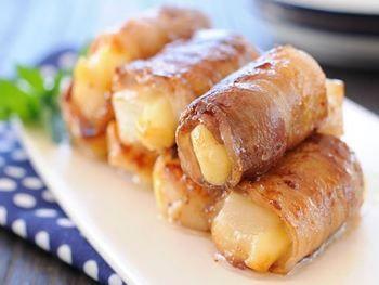 おもちとチーズを豚バラで巻いた、ジューシーおかず。しょうゆとみりんで味付けする甘辛タレがよく絡んで、ご飯によく合い、おつまみとしてもおすすめです♪