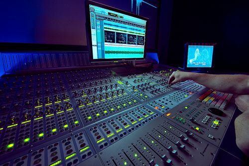 fancy knobs | dark interface atmosphere - Digidesign Icon Post Production Console