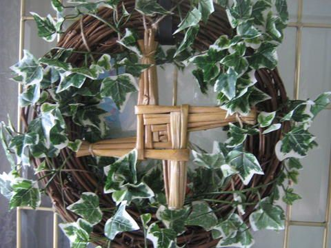 A beautiful use of a Brigid's Cross. Brigid's Cross is traditionally hung in Irish kitchens to protect from fire and evil.
