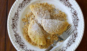 Wenn dem Wiener was powidl is', so ist es ihm schlichtweg blunzen, egal, es interessiert ihn nicht. Das gilt allerdings nicht für den Powidl per se, der in der österreichisch-böhmischen Küche in zahlreiche Mehlspeisen gefüllt oder dazu gereicht wird, etwa Datschgerl (Erdäpfelteigtaschen), Germknödel, Buchteln, Pofesen, Krapfen und Liwanzen. Die Herstellung von Powidl ist zwar – …