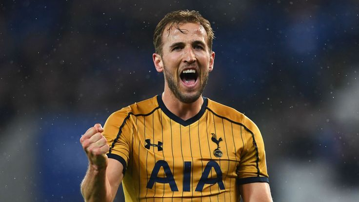 Kane wants to emulate Ronaldo and Messi by winning Ballon d'Or