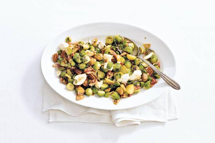 29 september - Spruiten in de bonus - Uit de oven, met noten, krieltjes en ricotta. Kwartiertje voorbereiden, de oven doet de rest - Recept - Allerhande