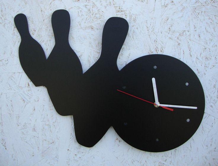 Zegar ścienny z kulą zbijającą kręgle. Dla entuzjastów i hobbystów  rywalizacji  w kręgielni :)