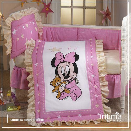 El cunero Baby Minnie de Intima Hogar adornará la cuna y hará que los sueños de tu princesita sean hermosos. Este cunero está conformado por 5 piezas. Intima Hogar calidad 100% garantizada.