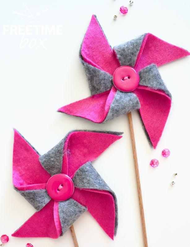 Bonjour, Aujourd'hui, je vous propose d'égayer votre décoration en réalisant de jolis moulins à vent en feutrine. Pour cela, il vous faut : La feutrine grise La feutrine rose Un crayon feutre…