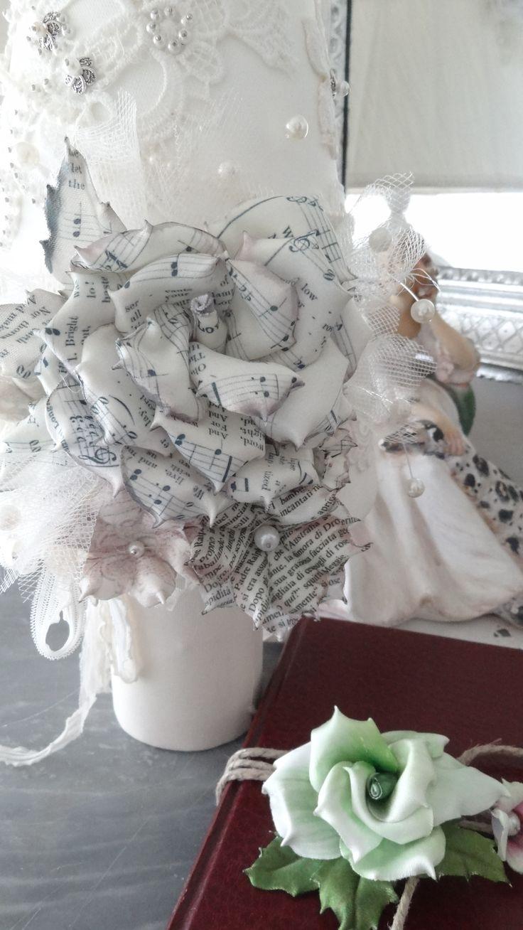 rosa in tessuto con note musicali di Forme Tessili 3D