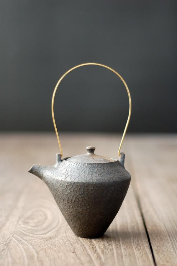 Tea pot by Shinobu HASHIMOTO, Japan. (I don't drink hot tea, but I love interesting tea pots and sets.)