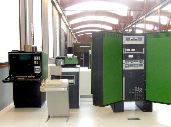 El Fox 1 de Foxboro era un sistema de control informàtic en temps real.  Dissenyat per al control de processos, creat a principis dels anys setanta i programable en els llenguatges Fortran i Max.