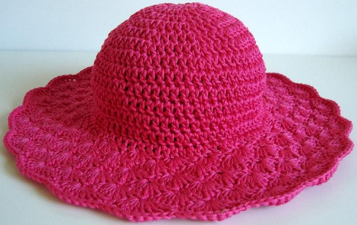 Sweet hat.  Free pattern.  More of a definite brim on this one than the green one on the dummy.