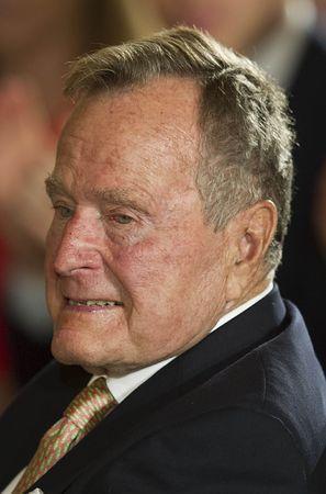 ブッシュ元米大統領=2013年7月、ワシントン(AFP=時事) ▼16Jul2015時事通信 ブッシュ元大統領、首を骨折=「容体は安定」-米 http://www.jiji.com/jc/zc?k=201507/2015071600397