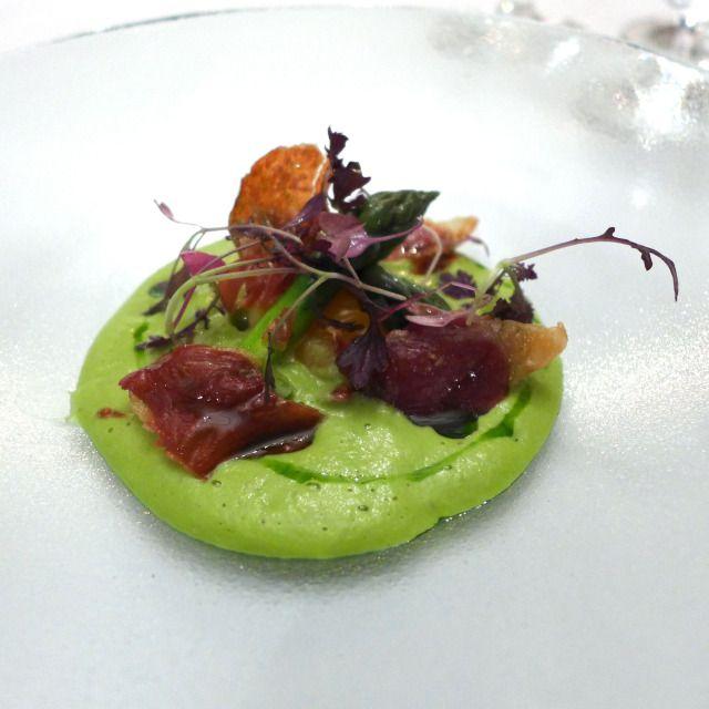 Ertepure, aspargues og egg
