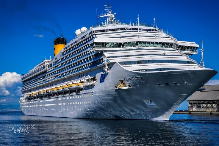 Costa Magica . - The Costa Magica was launched on November 14, 2003 by Fincantieri in the shipyard of Sestri Ponente and was baptized on November 6, 2004 in Spain in Barcelona. Length 272.2 m. Width 35.5 m. Height 60 m