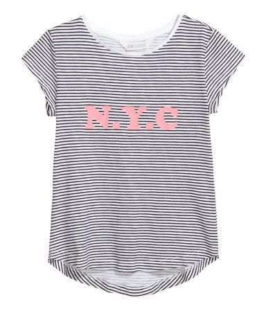 Black/White striped. Top in soft, printed slub jersey made from a cotton blend with short cap sleeves and a gently rounded hem. Slightly longer at the back.