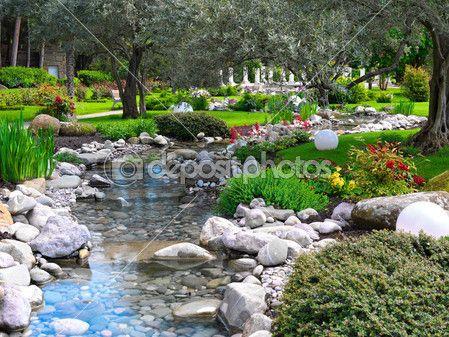 Flores de primavera en el jardín asiático — Foto de Stock #2078916
