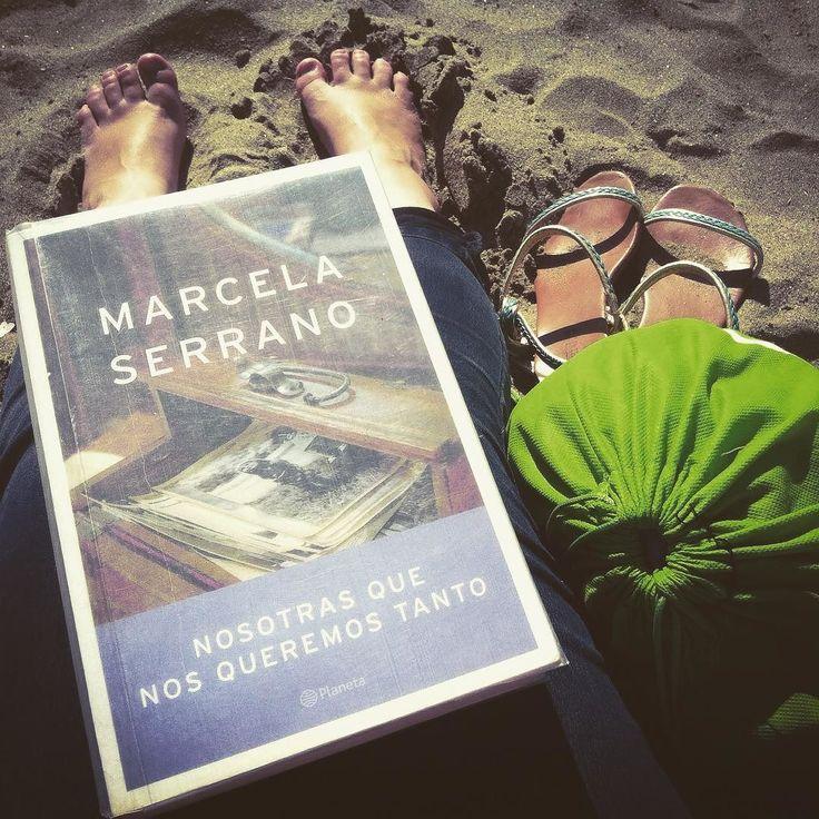 Comencé este libro el domingo cuando fuimos en viaje flash a la Playa... #Nosotrasquenosqueremostanto #MarcelaSerrano #noacumuleslee #TheCatinthemailbox