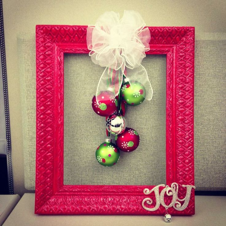 Christmas wreath | #christmas #craft #wreath #diy    But I am going to use a Chalk Board in place of the Frame and Write Merry Christmas on it!! Barb :-)