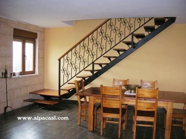escalera de estructura metlica con pasos en madera maciza de jatoba yu