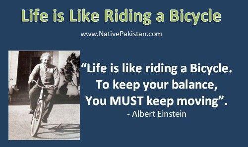 перевод: жизнь как езда на велосипеде. Чтобы держать баланс, нужно продолжать двигаться