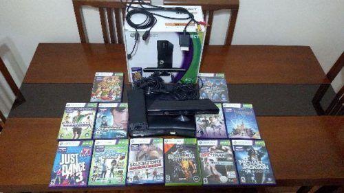 Vendo XBox 360 com Kinect - 4GB, original (bloqueado) pouco usado. Acompanha: - 1 Controle - 12 Jogos - Cabos, inclusive HDMI Retirada em Vila Isabel