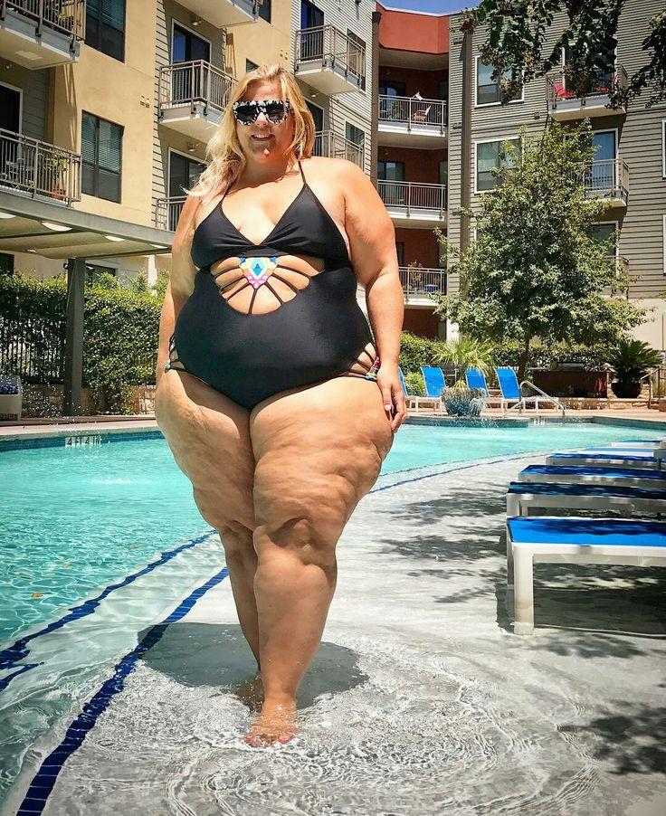 Очень огромные толстухи в магазине