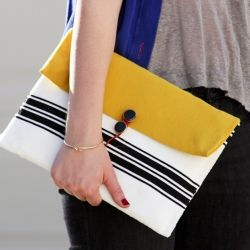 Make a stylish iPad case for less than $1 using a bubble mailer envelope and fabric (full tutorial)