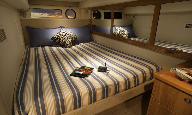 Riviera 5000 Sport Yacht Guest Stateroom